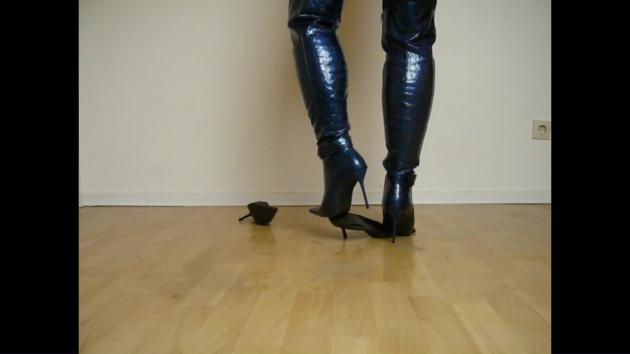 Jana destroy pumps with her shiny blue reptile spike high heel overknee boots and lost heel