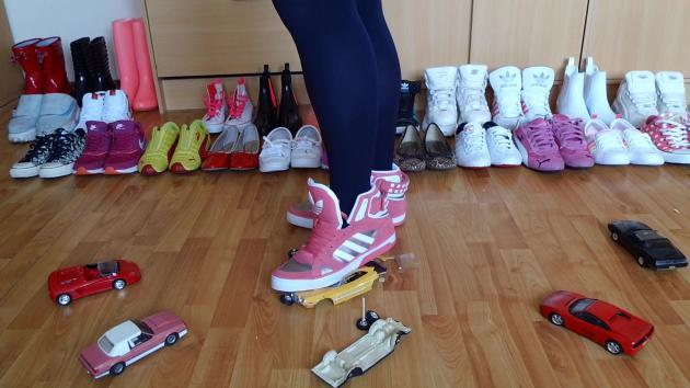 Jana make a model cars crush session with different pairs of shoes