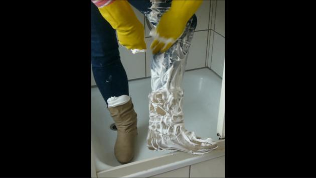 Jana fill, messy, wash and squeaky beige booties in shower