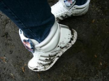 Jana walk in mud with her Adidas Top Ten Hi shiny white silver with loop