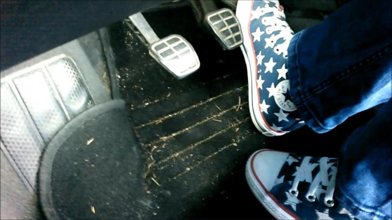 Jana drives the car with her Converse All Star Chucks high blue with stars