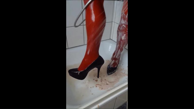 Jana messy fill and wash her tights and Pleaser shiny black high heel plateau pumps in shower
