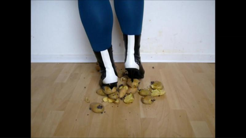 Jana crushes potatoes with her Graceland high heel ankle boots black and white