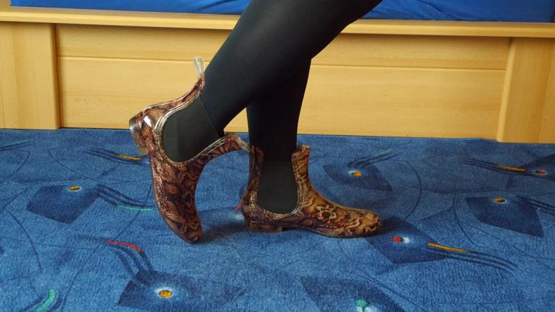 Jana shows her rubber ankle boots chelsea shiny brown snake with elastic band black